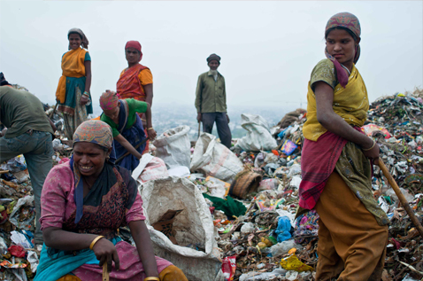People working at a landfill. Photo.