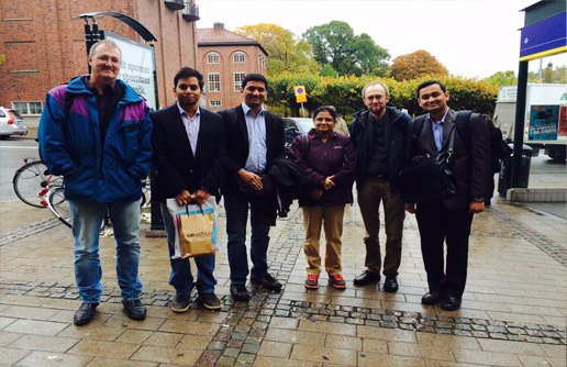 Four Indian students and two Swedish hosts. Photo.