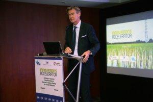 Ambassador Klas Molin speaking at workshop. Photo.